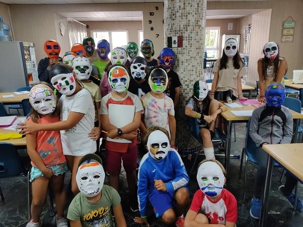 Pintura máscaras campamento Madrid